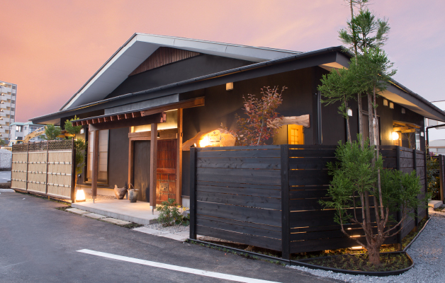 日本料理 みつわ厳選された旬の食材を使ったお料理で至福のひとときをお楽しみ下さいませ。