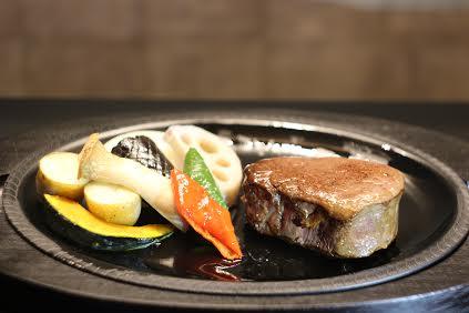 take out【匠ヒレステーキ】<p>柔らかく上質な肉質の とちぎ和牛匠 ヒレステーキ。 旬野菜と共にテイクアウト用にご用意いたします。 (ご飯の有無をお選びください。)</p>