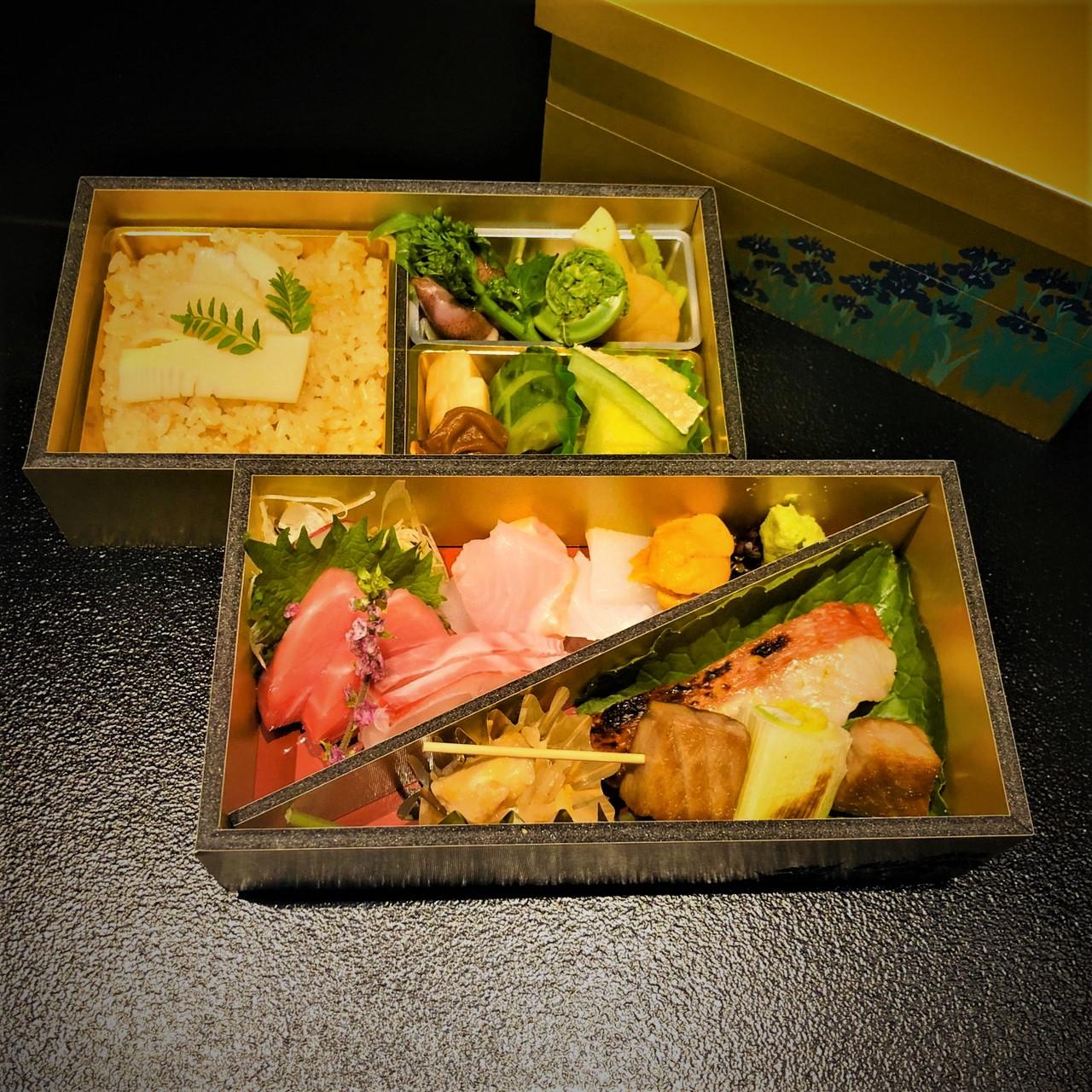 【和膳】 -take out-<p>みつわのコースをお持ち帰り仕様でご用意いたします。 お造りやこだわりの焼魚をメインに、 炊込ご飯・お吸物とともにお召し上がりくださいませ。</p>
