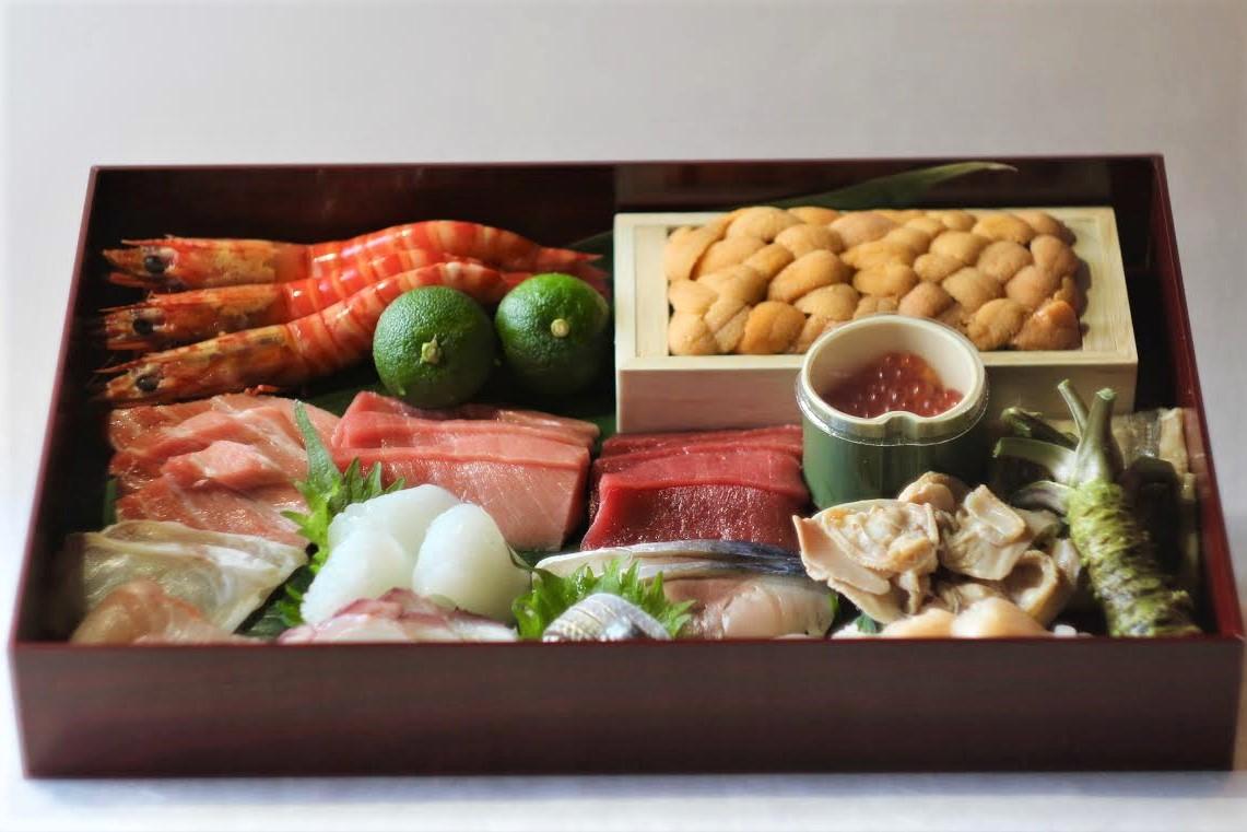 【蘭亭寿司セット】<p>蘭亭で使用している上質かつ新鮮なネタを、ご自宅で手巻きまたはちらしでお楽しみいただけます。 寿司ネタ・お米・蘭亭特製寿司酢・海苔のセットです。 お持ち帰りメニューとなります。</p>