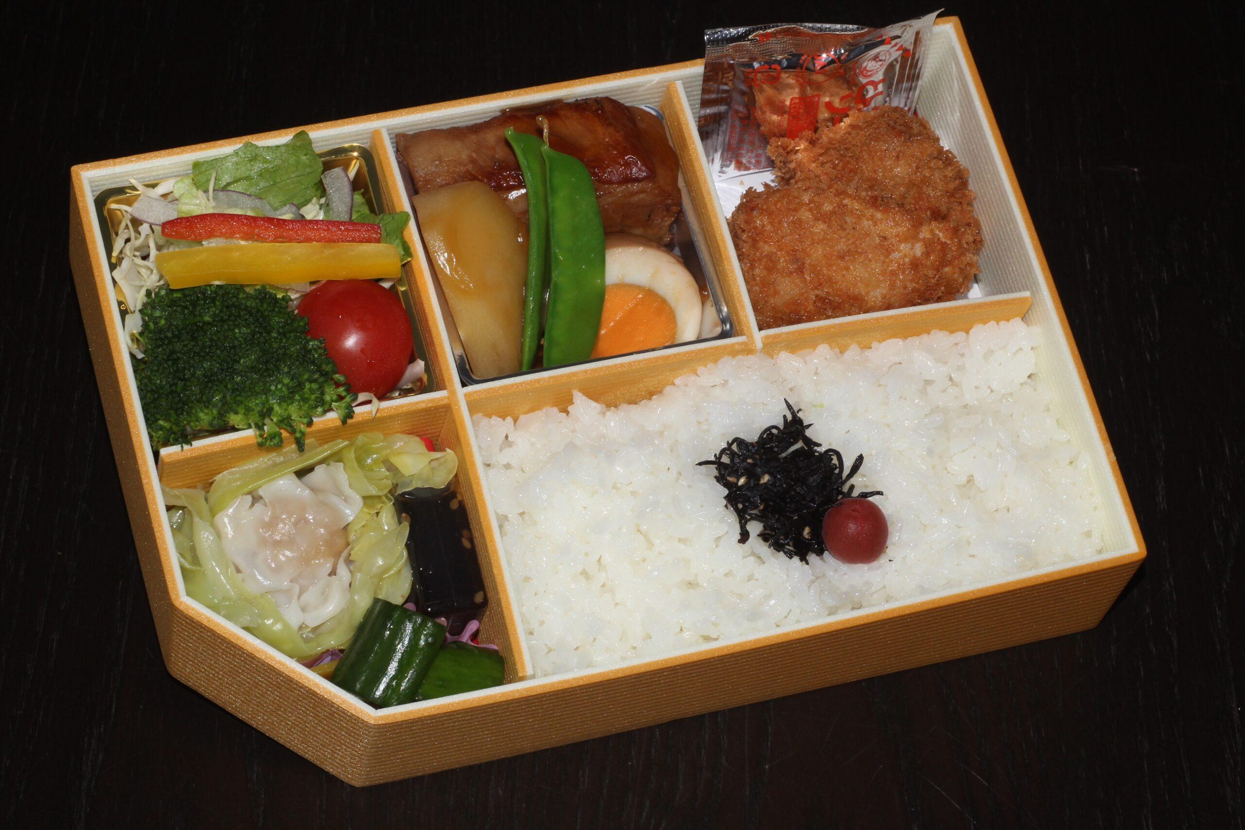 【角煮弁当】1,620円<p>豚角煮・ヒレカツ・黒豚焼売を詰めたお肉がメインの御弁当です。</p>