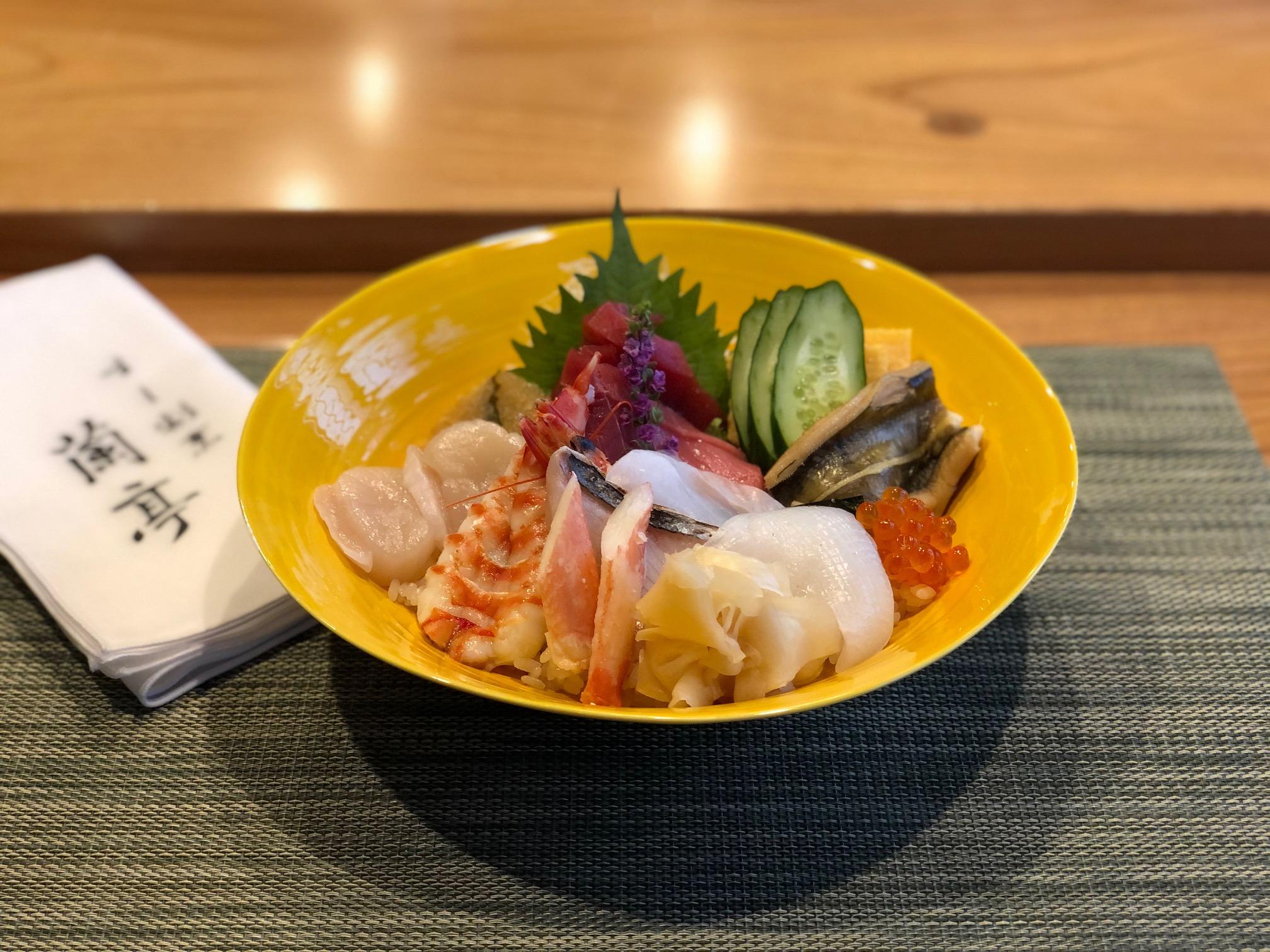 【昼の部】海鮮丼<p>茶碗蒸し・お椀・デザート付</p>
