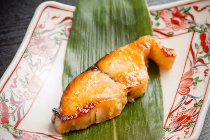 【西京漬】 -take out-<p>みつわ特製の西京焼きです。 真空パックまたは焼いたものをご用意いたします。  鰆    918円 銀だら  1,080円 のどぐろ 2,160円</p>