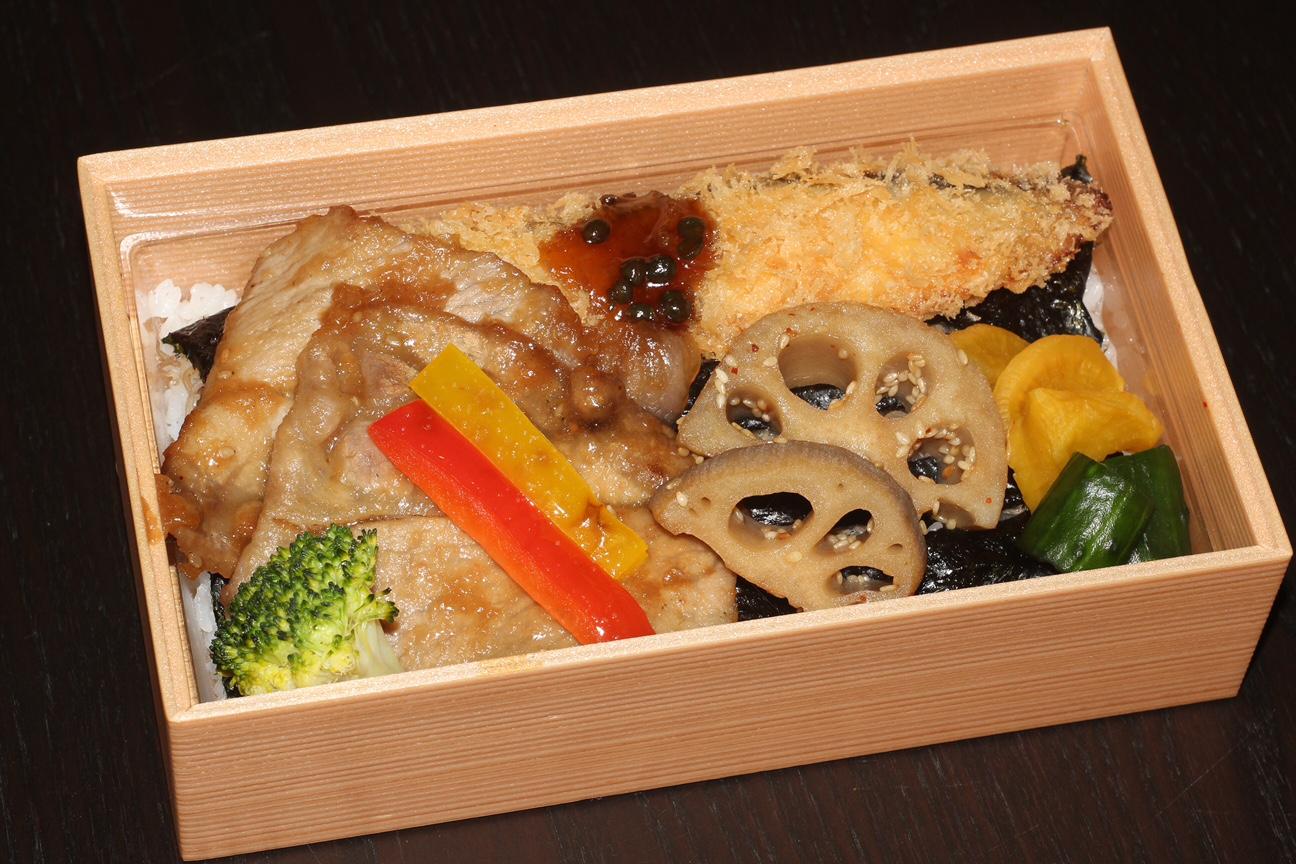 【贅沢のり弁】1,620円<p>とちぎゆめポーク生姜焼・魚の味噌漬フライ・旬野菜をのせた人気商品です。</p>