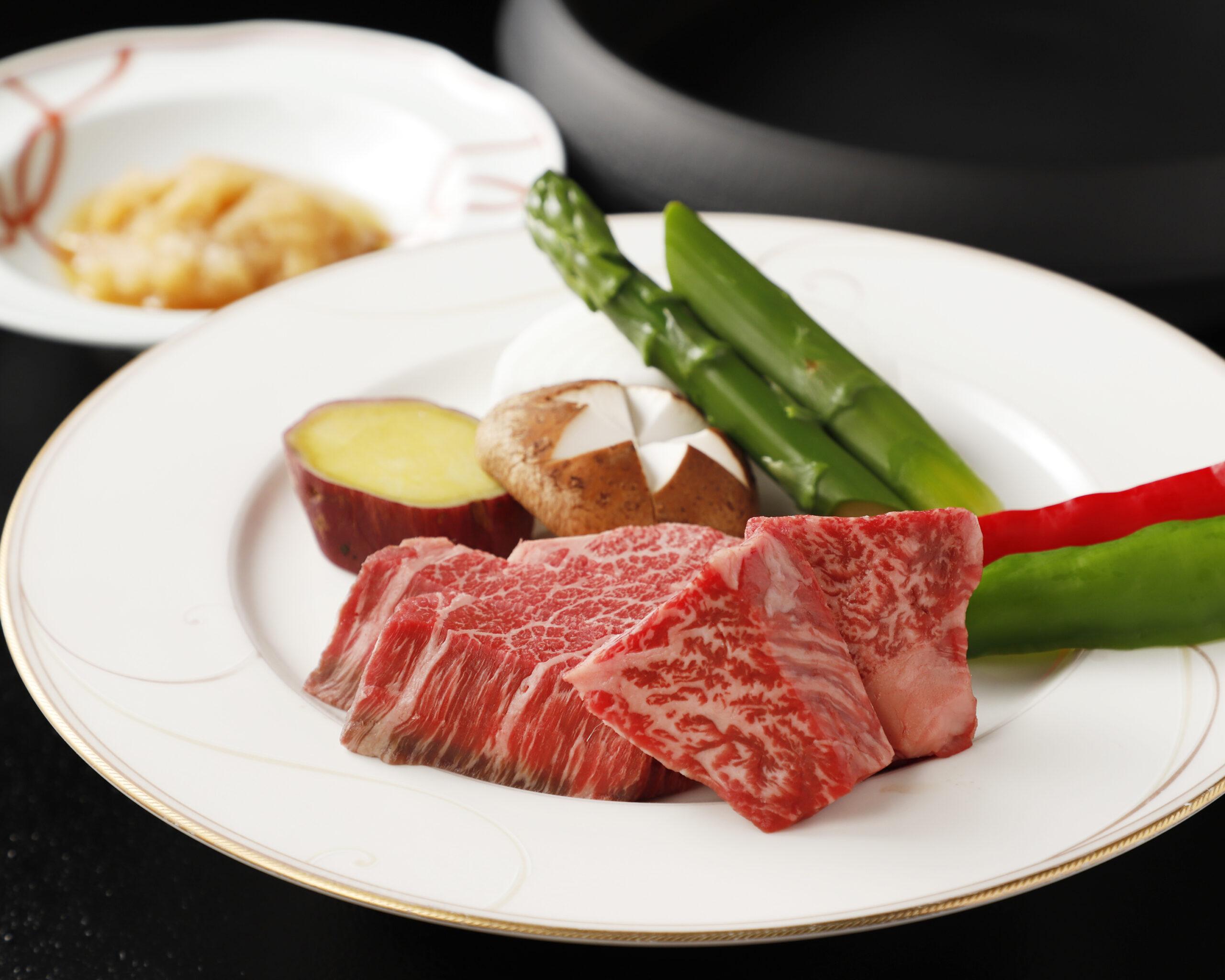 BENNKEIコース【慶】<p>とちぎ和牛匠・近江牛と季節のお料理を楽しむコース メインは、すき焼・しゃぶしゃぶ・オイル焼よりお選びください。 ・前菜 ・お造り ・季節食材とお肉のお料理2品 ・メイン ・お食事 ・有機豆コーヒー ・デザート</p>