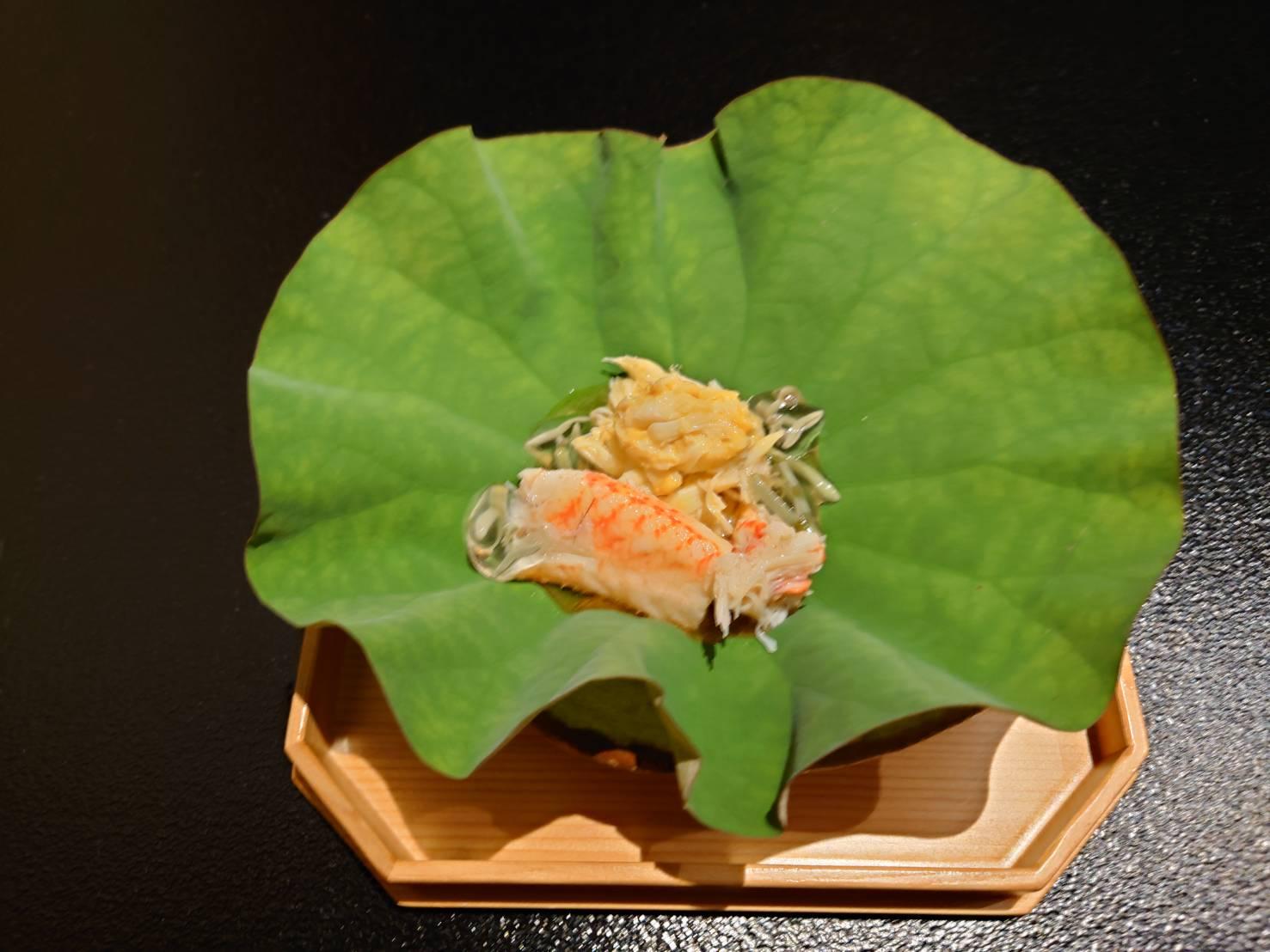 【日本料理みつわ】噴火湾 毛蟹<p>今年も、北海道噴火湾の毛蟹漁が解禁されました。 自然保護のため、 3週間のみ規定漁獲量にて打ち切りとなる、 大変貴重な毛蟹でございます。 たっぷりと栄養を蓄え、 ぎゅっと詰まった身が甘く、 深い味わいが特長です。 毛蟹本 […]</p>