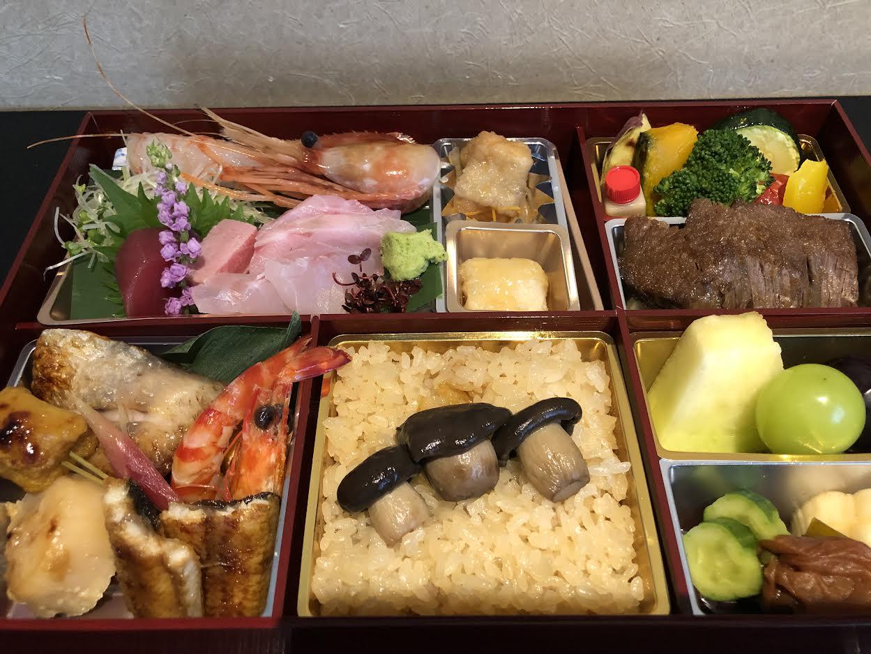 テイクアウトのご案内<p>ご自宅で過ごすことの多い昨今、 テイクアウトの御注文を数多くいただいております。 日本料理みつわのコースを、 そのままお持ち帰りできる「ごちそう和膳」は、 季節のお魚ととちぎ和牛を楽しむ 充実した内容が好評でございます。 […]</p>