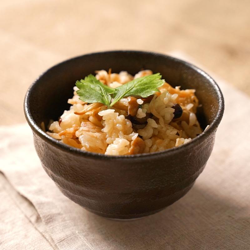 みつわの炊込みご飯キット<p>秋の味覚・きのこの美味しい季節になりました。 たっぷりのきのこと みつわのこだわりのお出汁で 旨味と香りが口いっぱいに広がる炊込みご飯を ご自宅でお楽しみください。 きのこ炊込みご飯キット(2合用) 2,160円 国産松 […]</p>